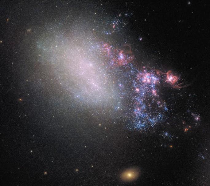 Hai thiên hà va chạm, sinh ra hàng loạt ngôi sao lạ - Ảnh 1.