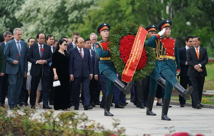 Lễ đón chính thức Thủ tướng Nguyễn Xuân Phúc tại thủ đô Moscow - Ảnh 3.