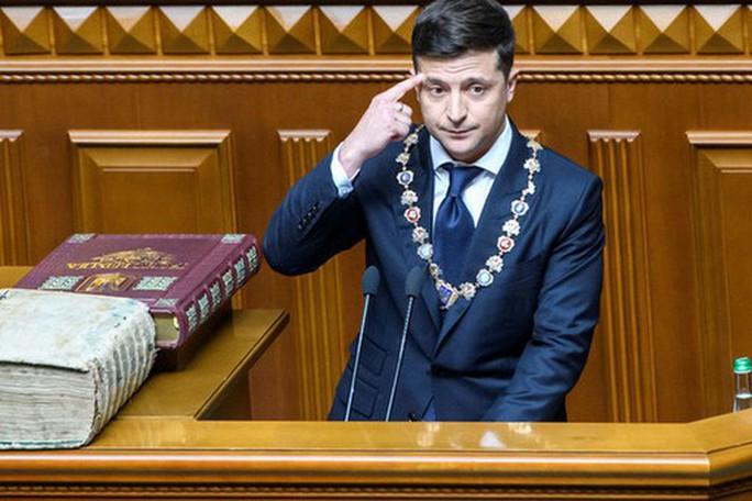 Tân Tổng thống Ukraine chống Nga từ lúc nhậm chức - Ảnh 1.