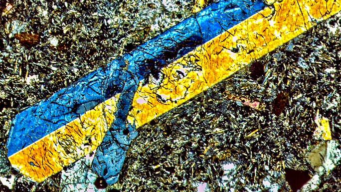 Phát hiện núi lửa từ thế giới khác ở đỉnh Tam giác quỷ - Ảnh 2.