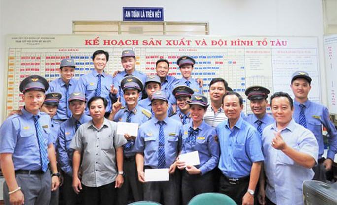 ĐOÀN TIẾP VIÊN ĐƯỜNG SẮT PHƯƠNG NAM: Khen thưởng nhân viên hỗ trợ sản phụ sinh con trên tàu - Ảnh 1.
