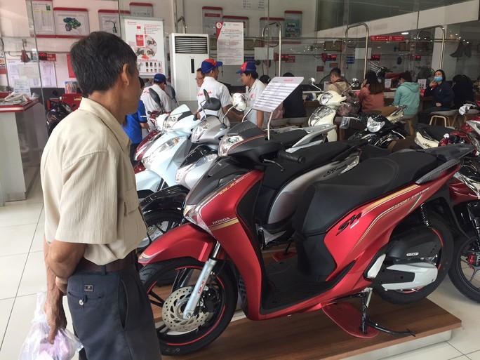 Honda Việt Nam hứa tăng sản lượng, hạn chế đội giá xe tay ga - Ảnh 1.