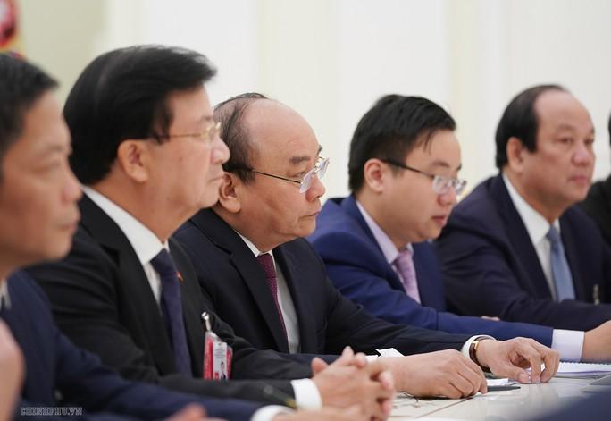Thủ tướng Nguyễn Xuân Phúc hội kiến Tổng thống Nga Putin - Ảnh 2.