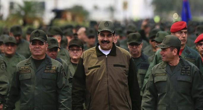 Tổng thống Venezuela yêu cầu quân đội sẵn sàng chiến đấu với Mỹ - Ảnh 1.