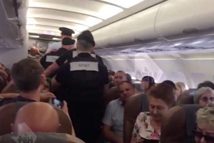 Hành khách thiệt mạng sau khi nổi điên ẩu đả với phi hành đoàn - Ảnh 2.