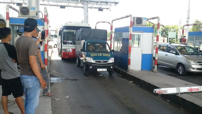 Tài xế liên tục phản đối trạm thu phí T2, vì sao? - Ảnh 1.