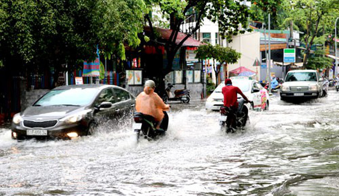 TP HCM hễ mưa là ngập! - Ảnh 2.