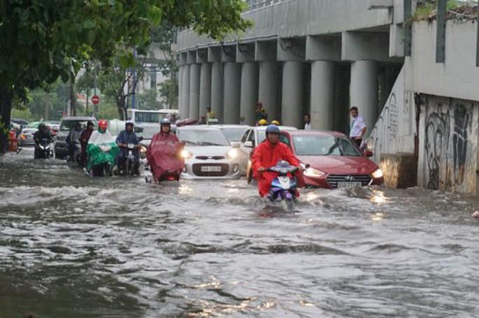 TP HCM hễ mưa là ngập! - Ảnh 1.