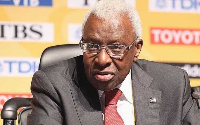 Ông trùm PSG dính nghi án hối lộ, bóng đá Pháp rối beng - Ảnh 2.