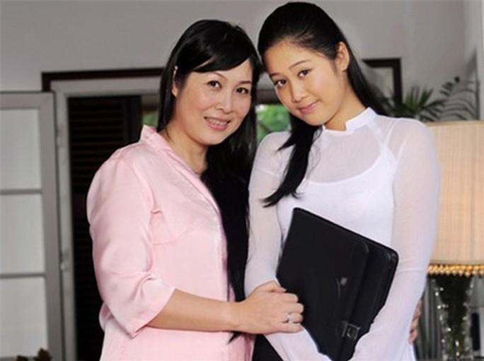 Tâm sự xúc động của NSND Hồng Vân trong ngày con gái tốt nghiệp - Ảnh 1.