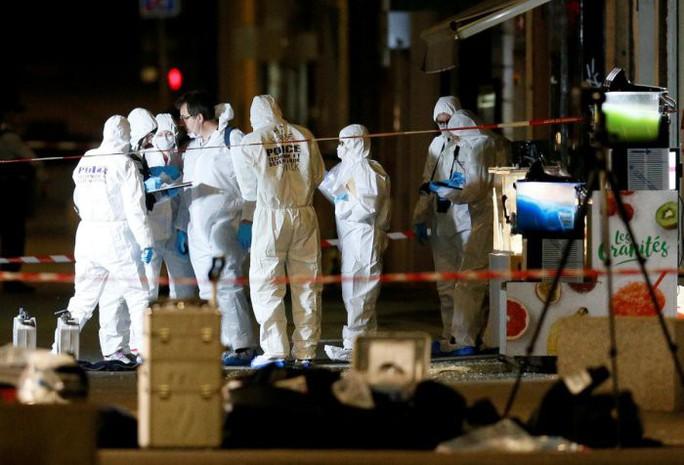 Pháp: Bom đinh nổ trên phố, 13 người bị thương - Ảnh 2.