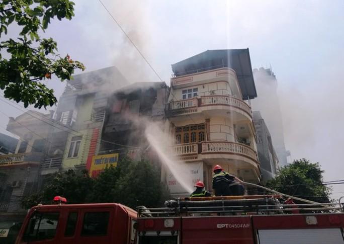 Cháy cửa hàng gas giữa trưa nắng, cả khu phố náo loạn - Ảnh 3.