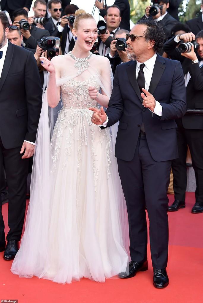 Chương Tử Di khoe khéo vòng một ở ngày cuối Liên hoan Phim Cannes - Ảnh 6.