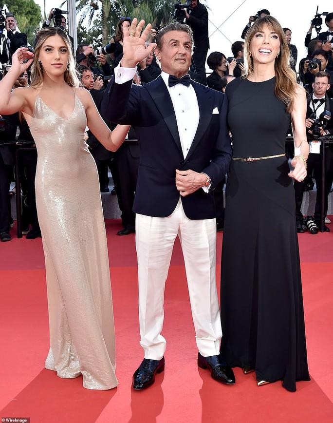 Chương Tử Di khoe khéo vòng một ở ngày cuối Liên hoan Phim Cannes - Ảnh 7.