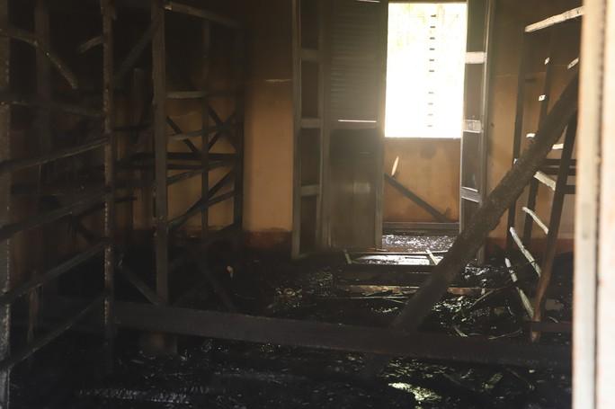 Hỏa hoạn thiêu rụi 7 gian nhà kho nghiên cứu thực nghiệm dâu tằm Lâm Đồng - Ảnh 5.