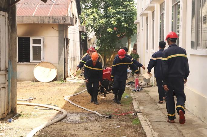 Hỏa hoạn thiêu rụi 7 gian nhà kho nghiên cứu thực nghiệm dâu tằm Lâm Đồng - Ảnh 2.