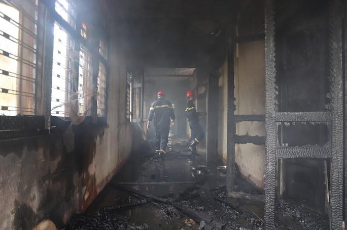 Hỏa hoạn thiêu rụi 7 gian nhà kho nghiên cứu thực nghiệm dâu tằm Lâm Đồng - Ảnh 3.