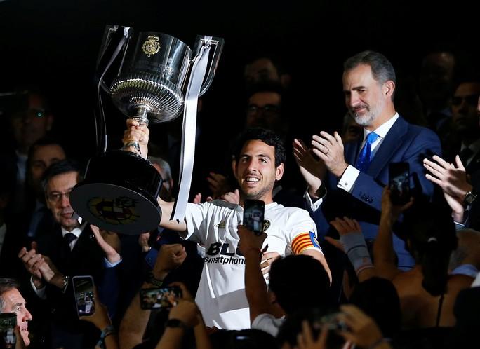 Đá bay Barcelona, Valencia nghẹt thở đoạt Cúp Nhà vua - Ảnh 9.