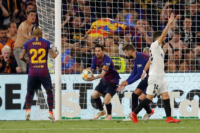 Đá bay Barcelona, Valencia nghẹt thở đoạt Cúp Nhà vua - Ảnh 6.