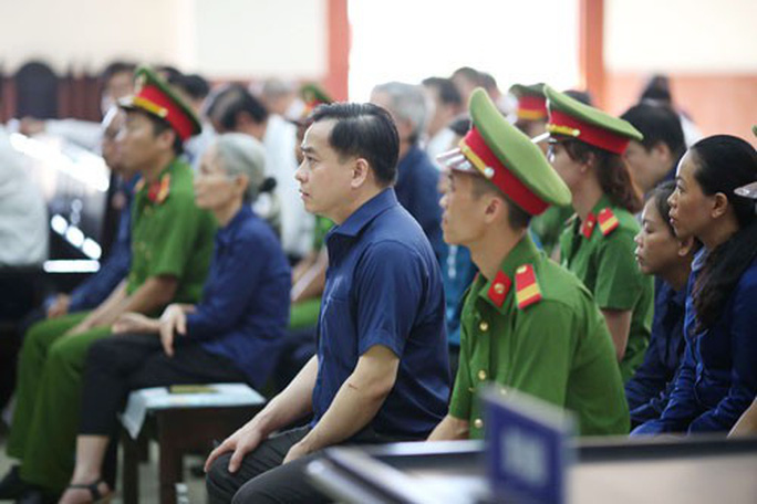 Xử phúc thẩm vụ cố ý làm trái tại Ngân hàng Đông Á: Vũ nhôm lại kêu oan - Ảnh 1.
