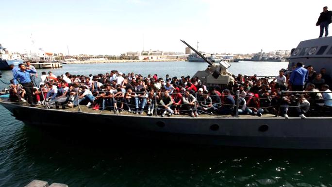 Chìm thuyền, 230 người chết và mất tích - Ảnh 1.