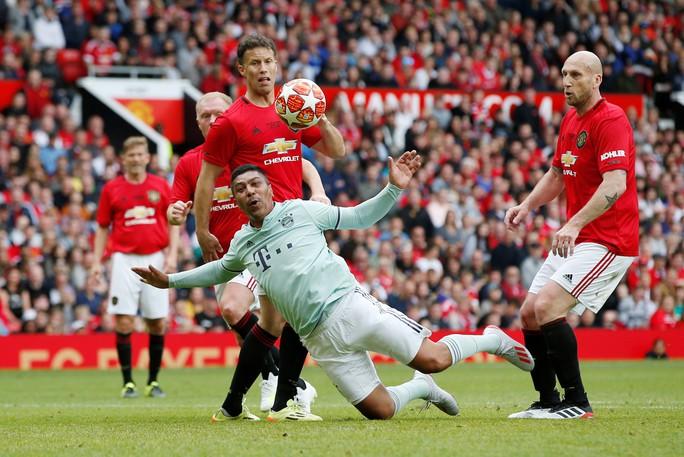 Ferguson tái xuất, Man United đè bẹp Bayern Munich ở Old Trafford - Ảnh 12.