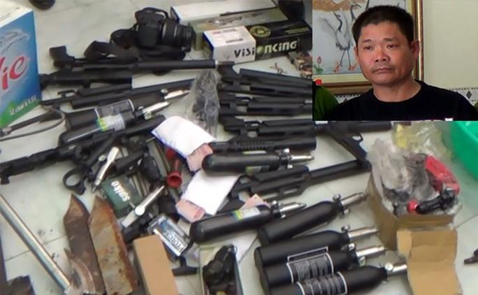 """Xét xử kẻ tàng trữ """"kho"""" vũ khí quân dụng để khủng bố - Ảnh 2."""