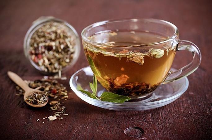 Uống trà thảo dược hàng ngày, suýt chết vì huyết áp cực cao - Ảnh 1.