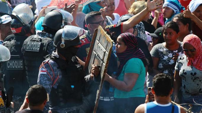 Bạo loạn ở nhà tù Brazil, hàng chục người thiệt mạng - Ảnh 1.