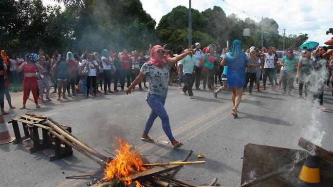 Bạo loạn ở nhà tù Brazil, hàng chục người thiệt mạng - Ảnh 2.