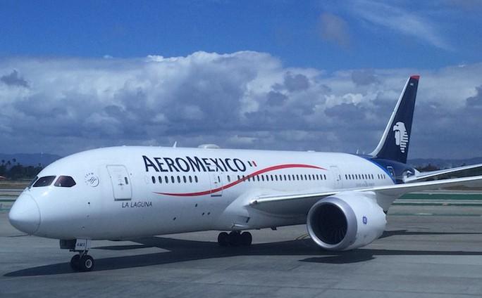 Hành khách chết giữa chuyến bay, bụng chứa đầy cocaine - Ảnh 1.