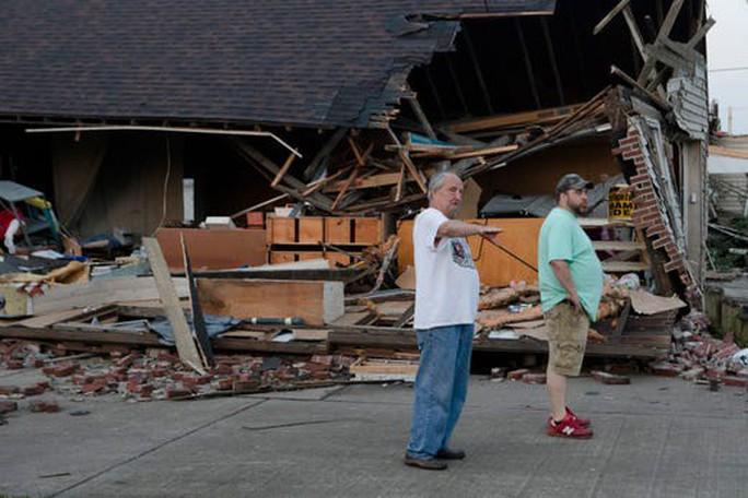 Lốc xoáy dồn dập tấn công bang của Mỹ, nhiều người bị thương - Ảnh 1.