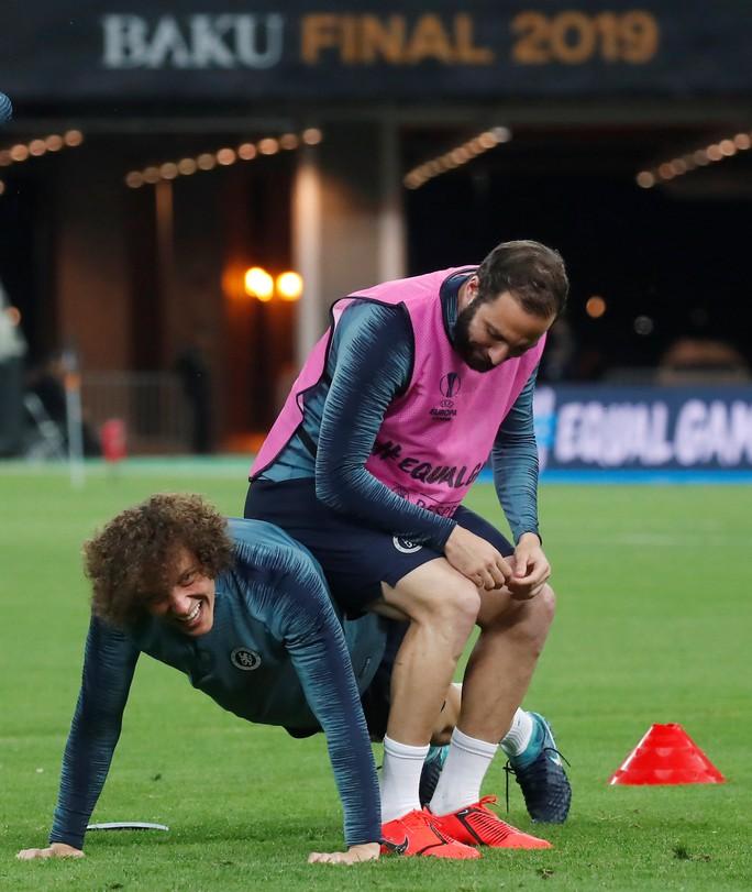 Chelsea tung hỏa mù về việc David Luiz tranh cãi với Higuain khiến Sarri bất mãn? - Ảnh 4.