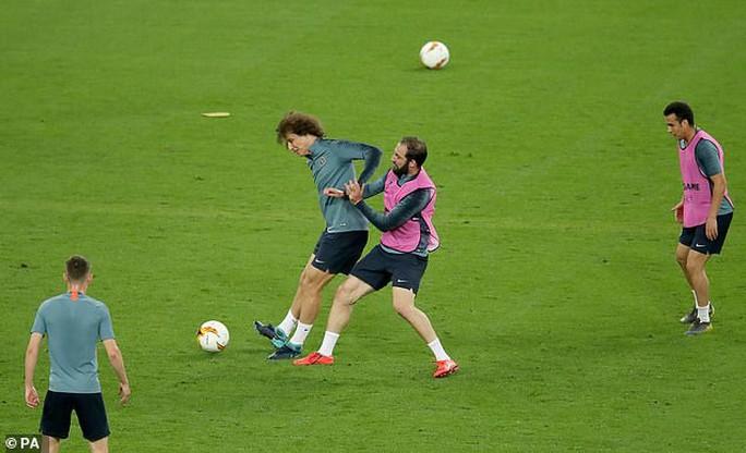 Chelsea tung hỏa mù về việc David Luiz tranh cãi với Higuain khiến Sarri bất mãn? - Ảnh 1.
