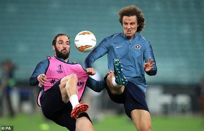 Chelsea tung hỏa mù về việc David Luiz tranh cãi với Higuain khiến Sarri bất mãn? - Ảnh 2.