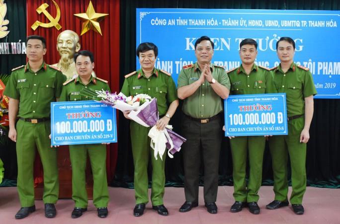 Liên tiếp phá nhiều chuyên án lớn, Công an TP Thanh Hóa nhận thưởng 320 triệu đồng - Ảnh 1.