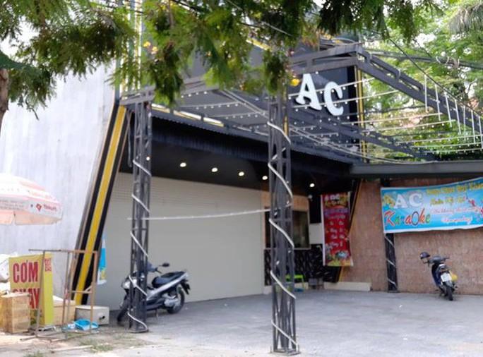 Quảng Nam: Khách rút súng bắn vào 2 nhân viên quán karaoke - Ảnh 1.