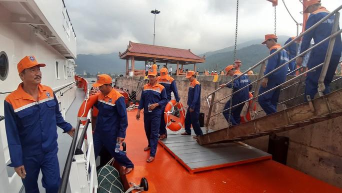 Vượt 200 hải lý cứu nạn kịp thời 52 ngư dân Quảng Nam gặp nạn trên biển - Ảnh 1.