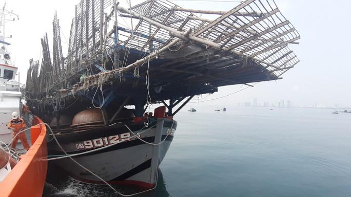 Vượt 200 hải lý cứu nạn kịp thời 52 ngư dân Quảng Nam gặp nạn trên biển - Ảnh 2.