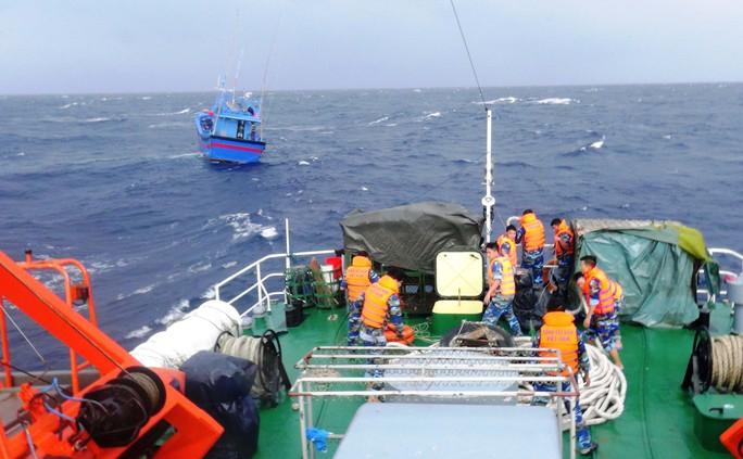 Một triệu lá cờ Tổ quốc cùng ngư dân bám biển: Điểm tựa ngư dân trên biển - Ảnh 1.