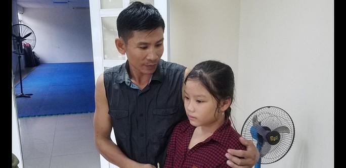 Bình Dương: Mưa lớn, cha ôm con gái kêu cứu dưới cống - Ảnh 3.