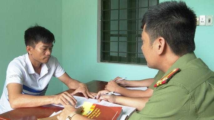 Buôn lậu phụ tùng xe máy từ Lào về Việt Nam - Ảnh 2.
