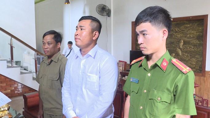 Buôn lậu phụ tùng xe máy từ Lào về Việt Nam - Ảnh 1.