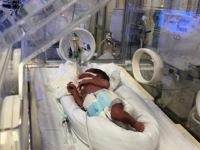 Bác sĩ dốc sức cứu chữa người mẹ ung thư vú để mẹ được ôm con vào lòng - Ảnh 2.