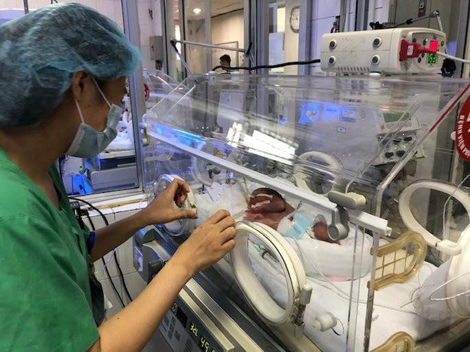 Bác sĩ dốc sức cứu chữa người mẹ ung thư vú để mẹ được ôm con vào lòng - Ảnh 3.