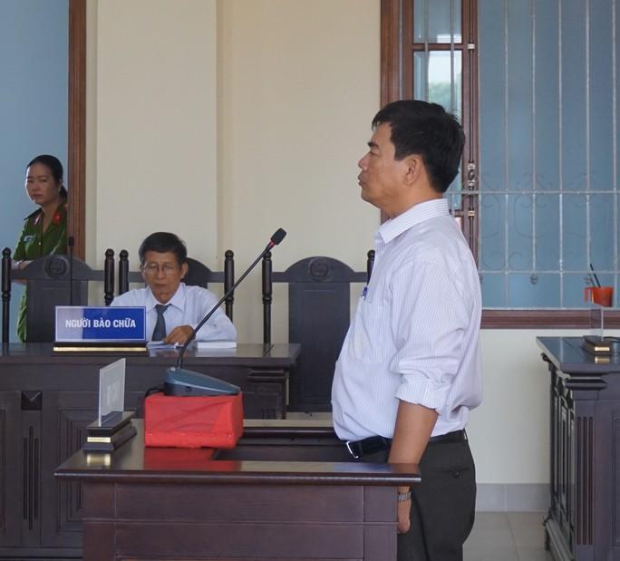 Nguyên giảng viên Trường CĐ Cần Thơ bị bắt tại tòa - Ảnh 1.