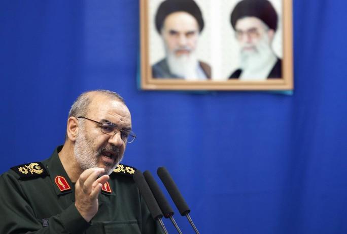 """Tướng Iran tuyên bố """"không ngán"""" tàu sân bay Mỹ - Ảnh 1."""