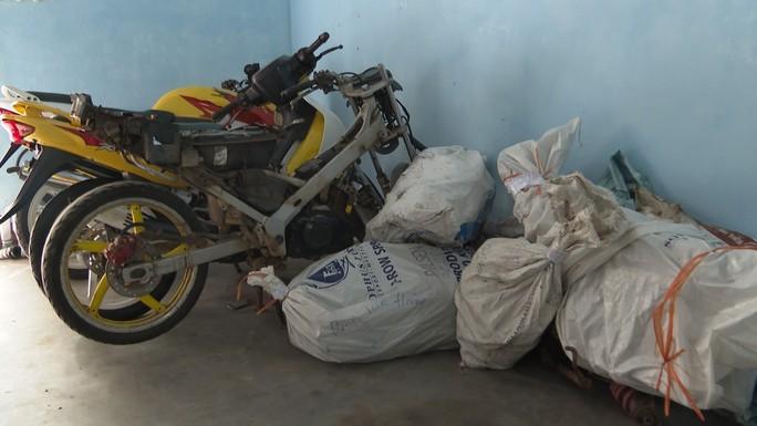 Buôn lậu phụ tùng xe máy từ Lào về Việt Nam - Ảnh 3.