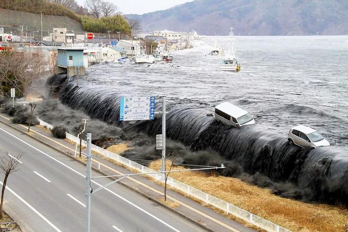 """Người Nhật lo sợ """"sóng thần đen"""" sắp ập tới - Ảnh 1."""