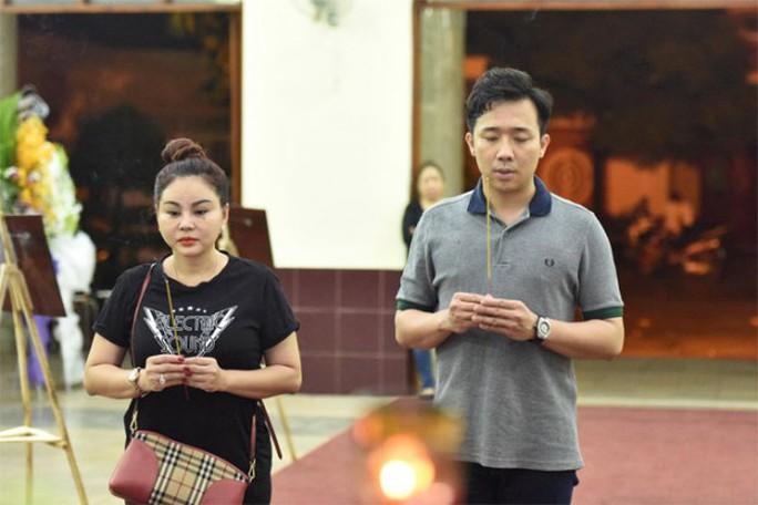 Chùm ảnh: Đồng nghiệp xót xa tiễn biệt nghệ sĩ Lê Bình - Ảnh 1.